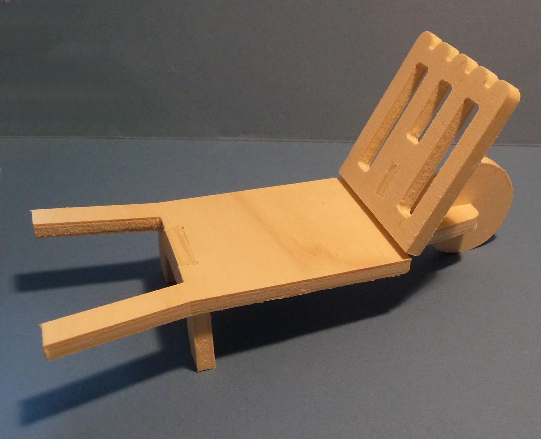 fabriquer une brouette en bois fashion designs. Black Bedroom Furniture Sets. Home Design Ideas